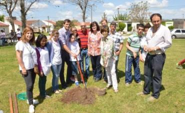 Se plantaron 10 árboles nativos en el Barrio Anteo Gasparri