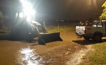 La Municipalidad trabajó en las calles durante la lluvia de anoche