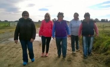Se realizan caminatas saludables en barrio Pompeya