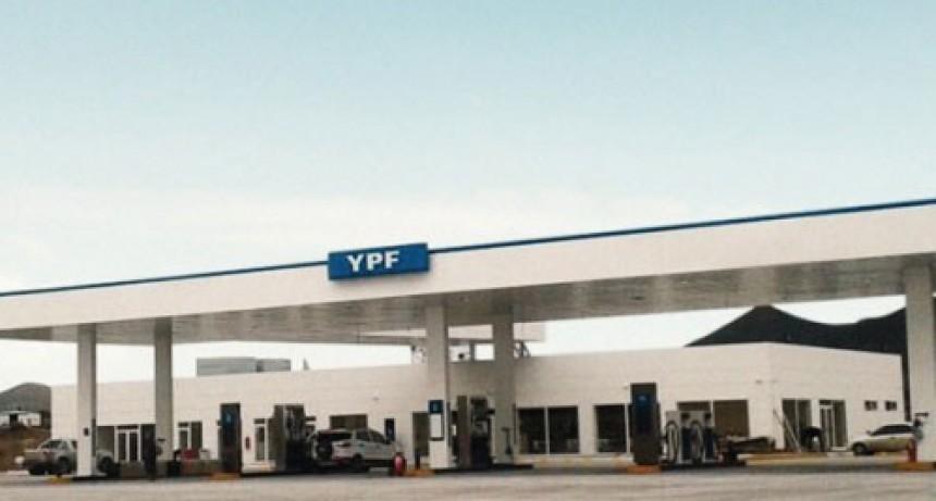 Sin control: YPF subió casi 10% los precios y la nafta súper está por arriba de los 40 pesos