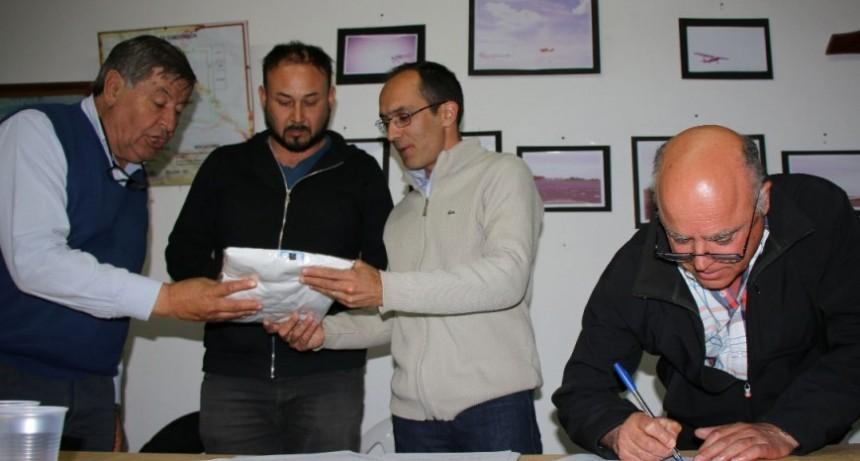 El municipio firmó un convenio con Aeroclub y Club de Planeadores