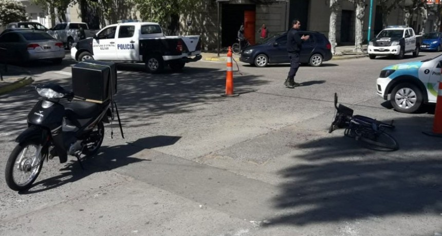 Impacto en Avenida Brown y calle Sarmiento: Moto y bicicleta se vieron involucrados