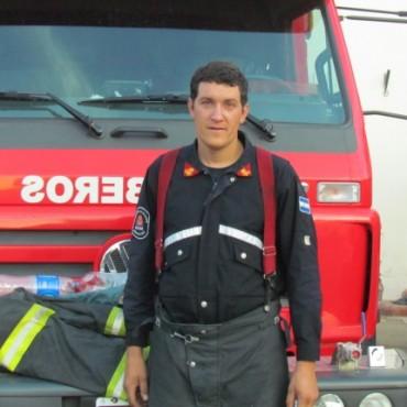 Incendio de un tractor 'Pauny' en la zona de la Escuela  N°14
