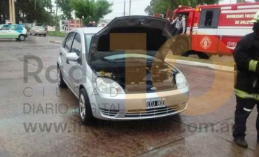 Este jueves: Se registró un principio de incendio en un automóvil