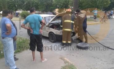 Se registró un principio de incendio en un auto que circulaba por avenida Lavalle