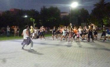 La 'Zumba se baila en el Centro Cívico'