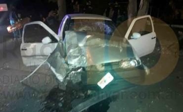 Parque Las Acollaradas: Violento impacto de un auto contra un árbol habría dejado 4 personas internadas