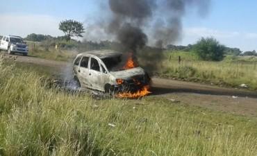Olavarría: Encuentran incendiado un auto que habría sido robado en Bolívar