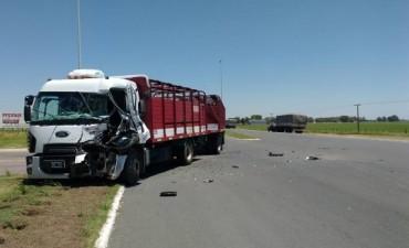 RUTA 65: Accidente de camiones en el ingreso a Daireaux