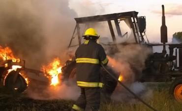 El incendio de un tractor en Hortensia, movilizó a gran parte del Cuerpo Activo