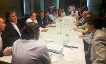 El intendente Bucca participó ayer de una reunión con Salvai para destrabar el presupuesto bonaerense 2016