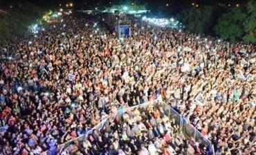 Abel Pintos iluminó Cochicó y deslumbró a su público con un show espectacular