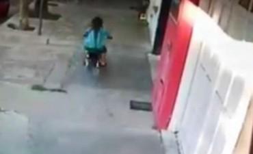 Tranque Lauquen: Indignación por un motociclista que escapaba de los agentes de tránsito, atropelló a una nena