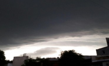"""Lo que algunos calificaron como """"Cola de Tornado"""" afectó a Trenque Lauquen, el sabado 31 de diciembre"""