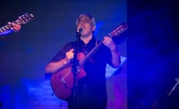Cochicó cantó, bailó, y suspiró folclore con 'Peteco' Carabajal