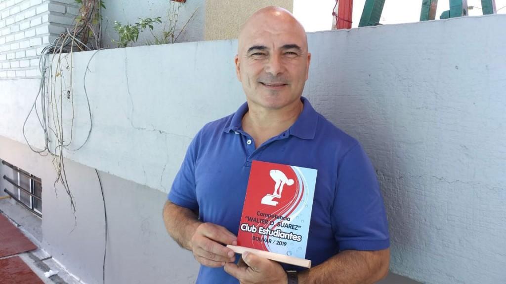 El Club del Niño de Club Estudiantes organizó la 1º competencia entre colonias y homenajeo a Walter Suarez
