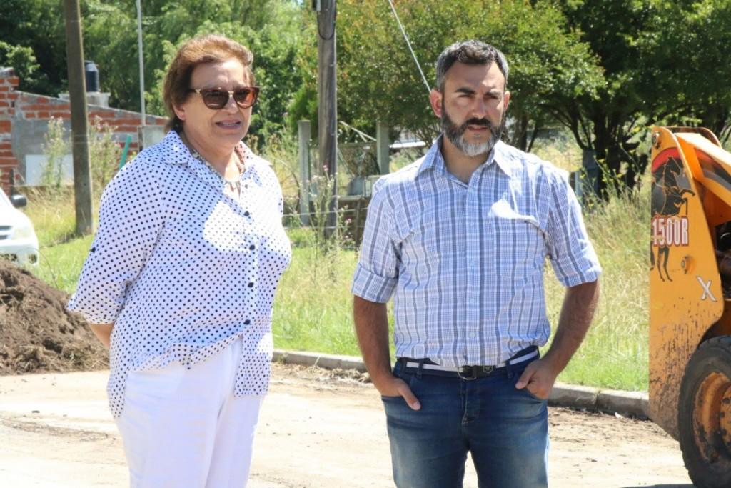 Natiello recorrió la obra de repavimentación de la calle Mariano Unzué