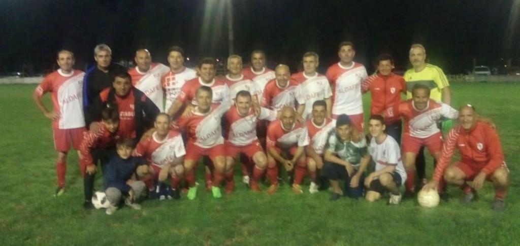 Casariego lidera la tabla del torneo de futbol senior mayores de 48