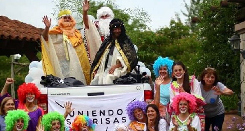 Los reyes magos recorrieron los barrios de la ciudad Uniendo Sonrisas