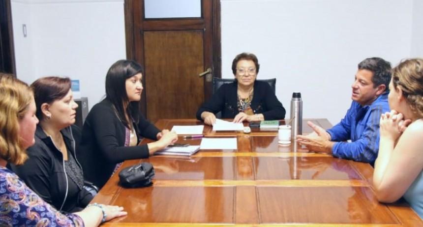 La intendenta interina se reunió con la comisión de padres del Natatorio Municipal