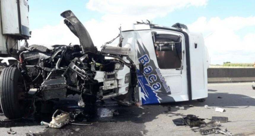 Un transportista de Hinojo implicado en un violento choque sobre Ruta 226