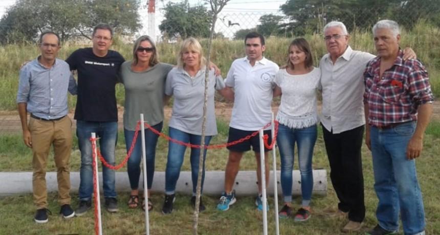 El homenaje a Nico Treviño comenzó con la plantación de un árbol en su memoria en el predio La Victoria