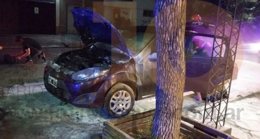 Se incendio un automóvil que se encontraba estacionado en calle Olavarría casi San Martin