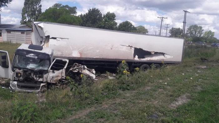 Azul: choque frontal entre dos camiones en ruta 51; un fallecido