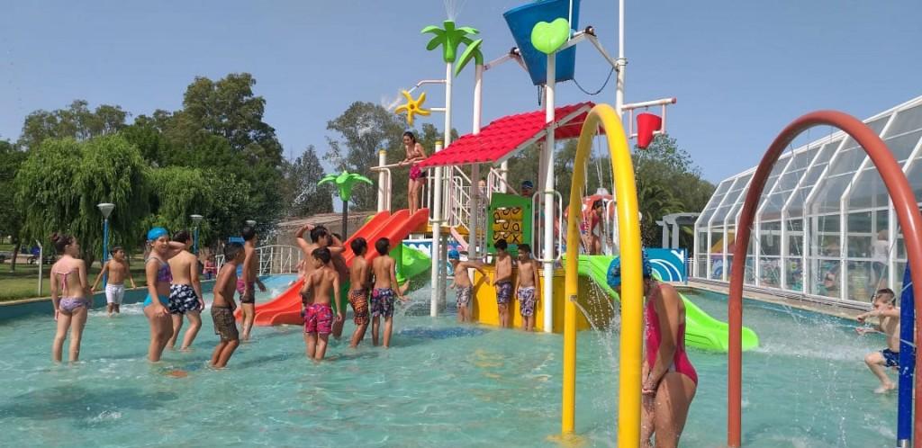 Niños y niñas de Hale visitaron el Parque Acuático Municipal