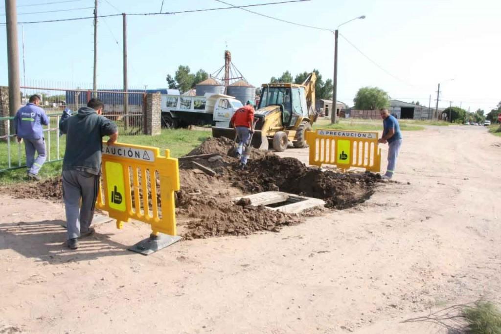 La cuadrilla de Obras Publicas continúa trabajando en distintos puntos de la ciudad