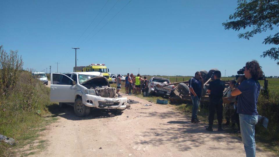 Azul: Violento choque entre dos camionetas en un camino rural