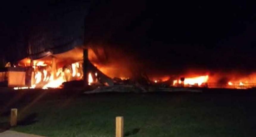 Voraz incendio en Gral. Las Heras; trabajaron 16 dotaciones de bomberos