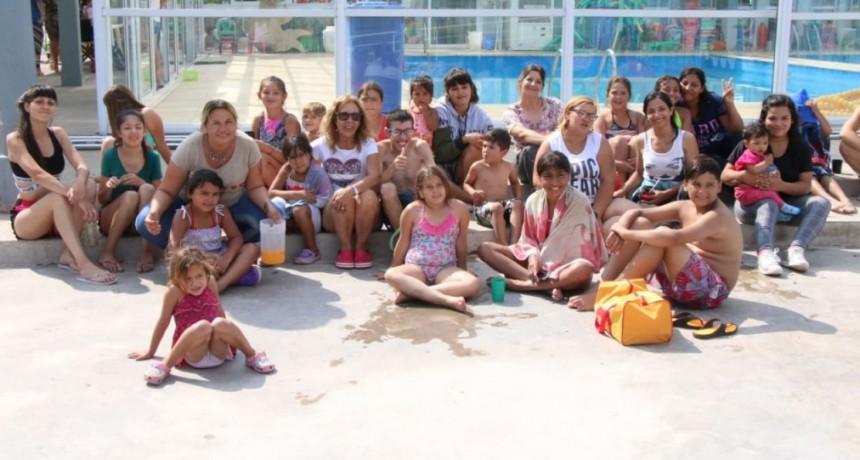 Por día más de 100 niños y niñas de diferentes barrios disfrutan del Parque Acuático Municipal