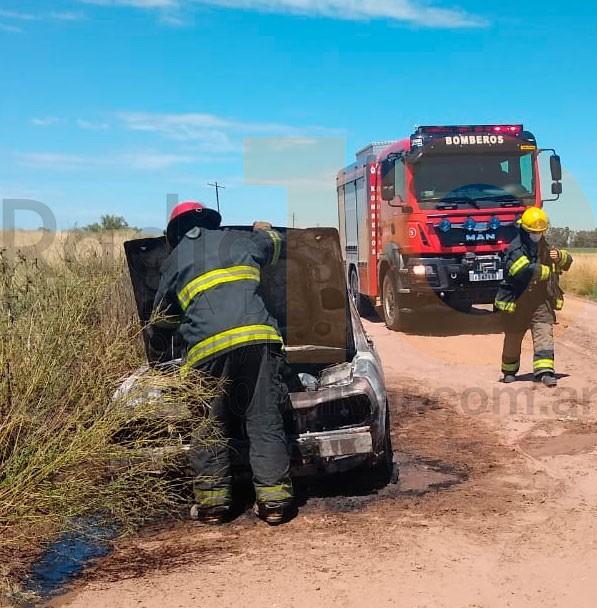 Este jueves, se produjo el incendio de un auto