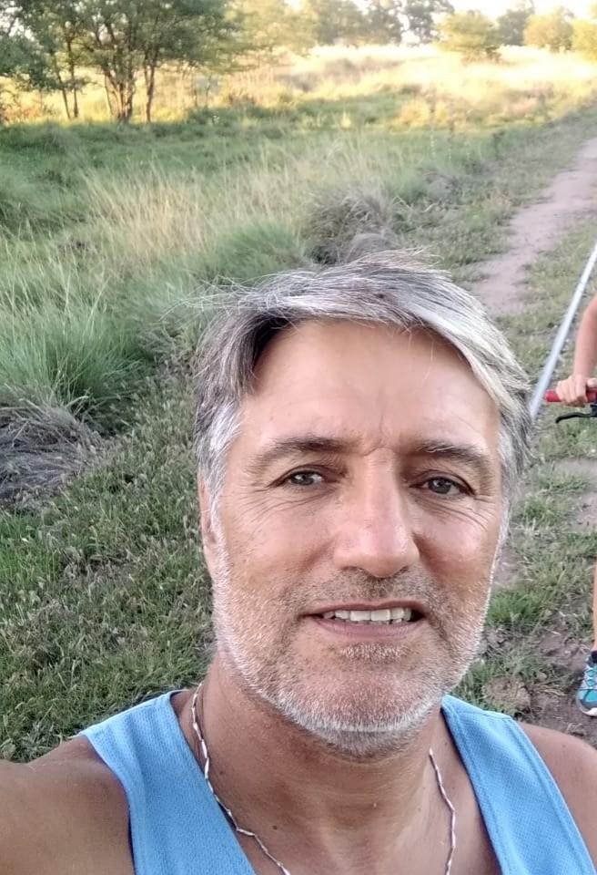 """Marcelo Del Río: """"Corríamos con unos amigos y sentí un ardor del lado izquierdo del hombro hacia debajo de la garganta y les dije yo paro porque siento una molestia que no es normal en mi cuerpo"""""""