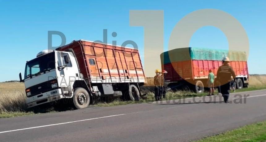 Ruta 65: Un camión rompió dos neumáticos