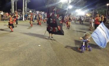 """La murga """"Los Ruidosos de Urdam"""" también se hizo presente en los Carnavales 2015"""
