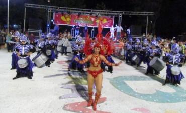 Ciere del Carnaval 2016: Una multitud acompañó a las murgas y comparsas en el 'Corsódromo' del Parque Las Acollaradas