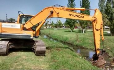 Se trabaja en la limpieza del canal de la avenida 25 de Mayo