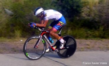 Dotti rompe los relojes y lidera la 40° Vuelta de Mendoza