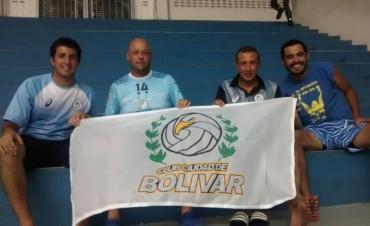 Cuatro bolivarenses fanáticos de Personal Bolívar viajaron casi 3000K para ver a su equipo