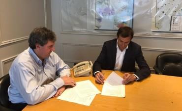 El intendente firmó el convenio para la construcción de 104 viviendas más
