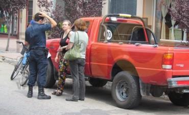Una mujer circulaba en bicicleta y al abrir la puerta de un vehículo, cayó a la cinta asfáltica