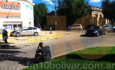 Violento impacto en avenida Lavalle y calle Roca
