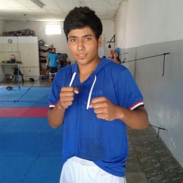 Renzo Navarro pelea hoy viernes en Olavarría