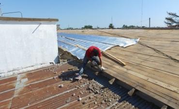 El Municipio comenzó a reparar el techo de la escuela N°22 de Urdampilleta