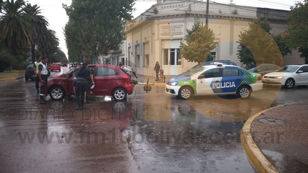 Colisión en Avenida Venezuela y Olascoaga: Ciclistas fueron derivadas al hospital por precaución