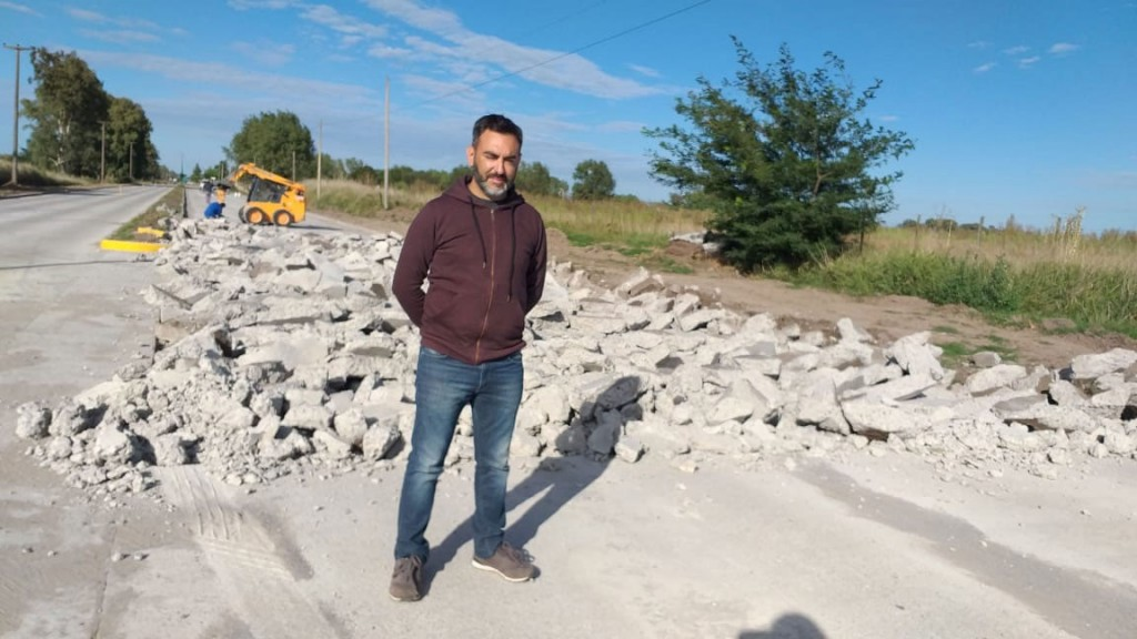 Lucas Ezcurra: 'En este tramo llevamos asfaltados más de 600 metros en forma lineal'