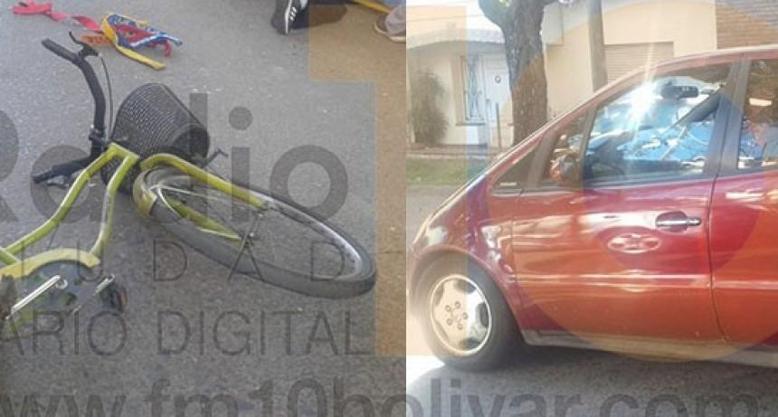 Impacto en Alsina y Güemes: Una ciclista debió ser hospitalizada