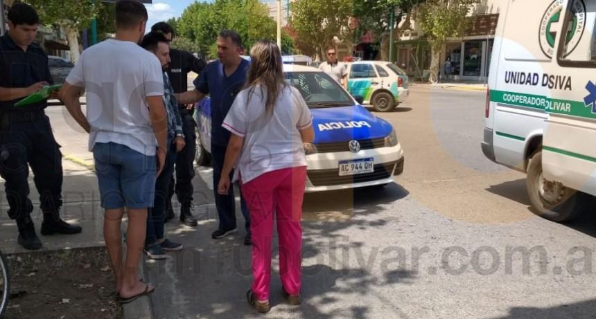 Colisión en San Martin y Dorrego: Un ciclista fue derivado al hospital por precaución